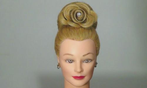 Бабетта с розой из волос
