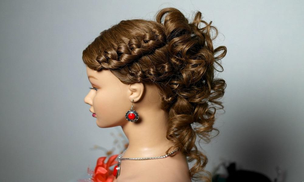 Прическа с плетением на средние волосы