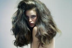 Пышная прическа для длинных волос