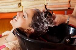 Промывка волос перед стрижкой