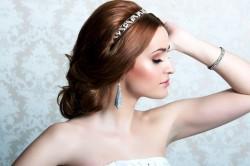 Свадебная прическа с ободком