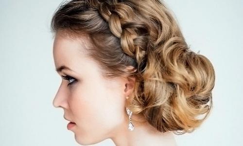 Прическа в греческом стиле на средние волосы
