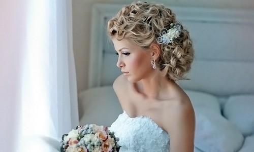 Красивая прическа на длинные волосы невесты