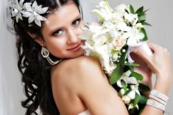 Свадебная прическа с использованием аксессуаров