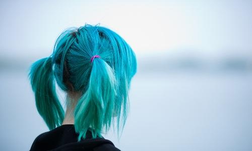 Необычные голубые волосы