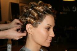 Завивка волос при помощи бигуди