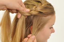 Рисунок 2. Боковая коса для длинных волос
