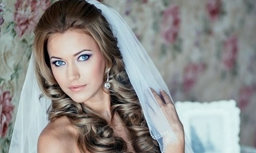 Прическа невесты с фатой