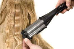 Крупный зигзаг на длинные волосы с помощью плойки гофре