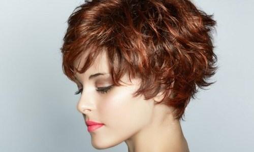 Модная прическа на коротких волосах