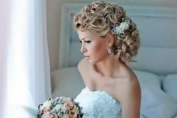 Свадебная прическа с аксессуарами